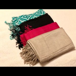 Accessories - Set of Four Tassel Detailed Scarves